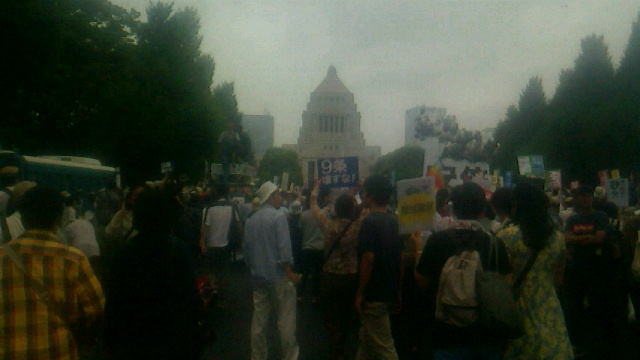 国会包囲十万人集会